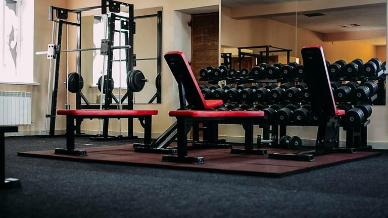 Выбор спортивного оборудования в тренажерный зал